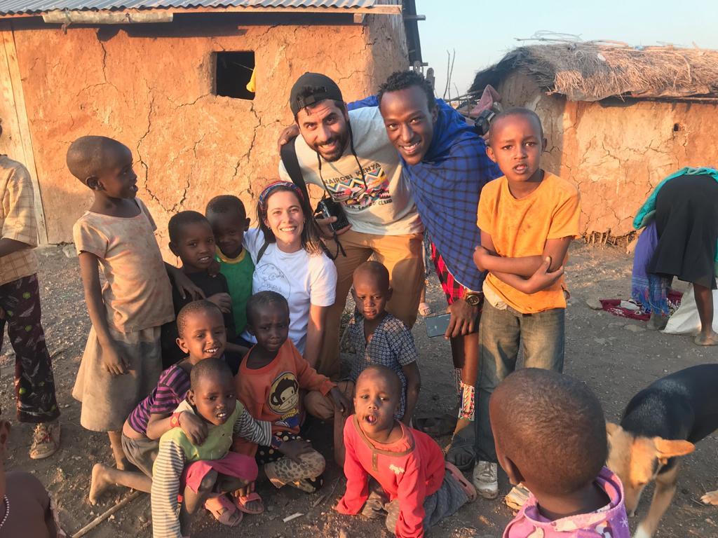 Viajeros Kasinde en comunidad de Amboseli